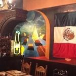 アメンロラ フィエスタ - メキシコ人の画家が描いた絵に囲まれながらのお食事もいいものですよ。