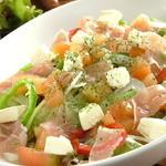 クラッシーズ - 生ハムとクリームチーズのサラダ(人気№1サラダ)