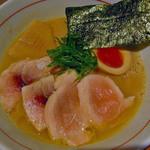 麺と心 7 - W白湯セブン900円抜群です。チャーシューはカジキと鶏。