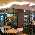 スターバックス・コーヒー - 地元の方達で賑わう