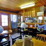 らーめん丸木屋 - テーブル席 & カウンター席(2013年5月)
