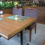 加里部 - ブラウンが基調の落ち着いたお店はカウンターとテーブル席が中心となってました。