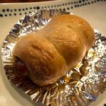 ばあばのパン屋さん - 「ウインナー」(140円)。意外にもしっかりしたウインナー入ってます。