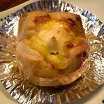 ばあばのパン屋さん - 「チーズマヨ」(140円)。チーズたっぷり。