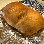 ばあばのパン屋さん - 「コーンツナ」(130円)。惣菜系でもパンの美味しさは存分に。