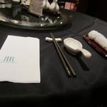 Chuugokuryouriryuuhou - テーブルは黒のクロスでシックです