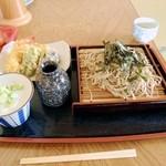 梅山食堂 - 料理写真:天もりそば 大盛り 900円+100円