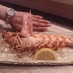 19095051 - 車海老塩焼。 私の手と比べてこの大きさ