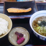 山田うどん - 鮭朝定食480円