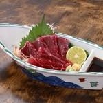 うな泰 - くじら刺身:土佐の郷土料理の一つでもあります。