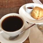 THE YARD - スコーンとコーヒー
