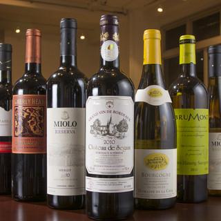 各国、多数のワインを取り揃えてます!!