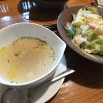 19100890 - つがる膳のスープとサラダです。スープは野菜とベーコンが入っていました。