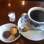 アデリータ - コーヒー(クッキー付き)