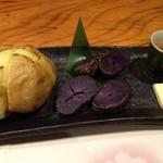19104092 - 北海道産焼きじゃがバター二種盛合わせ