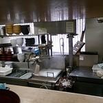 いわもとQ - 製麺機、作った麺はそのまま茹で器へ
