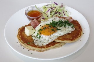 SOHOLM CAFE+DINING  - Pancake with Bacon & Egg(\900、2013年5月)