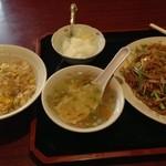 明華楼 - 広東風焼きそばと半チャーハン ランチ