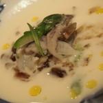 メザニーン - とり貝、ミル貝、赤貝の冷菜  根セロリのブルーテと甲殻類のジュレと共に・・・