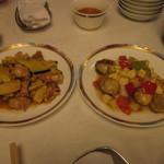 19115412 - 豚肉とズッキーニの醤油炒め(左)とベビーホタテと長ネギの塩炒め