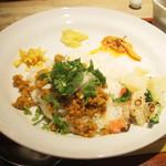 Curry まはから - チキンとキーマのハーフ&ハーフ(1180円)のキーマとライス