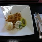カフェ ハナハナ - 料理写真:ワッフル(メープル)