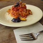THE YARD - ナスとベーコンのトマトソーススパゲッティーニ