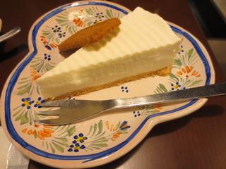きっさこ - レアチーズケーキ(350円)にもビスケットが添えられていました。