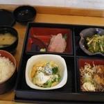 定食と酒菜 菜 - ご飯と味噌汁に