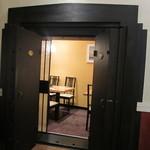 割烹蒲焼八十八 - 金庫の扉の個室