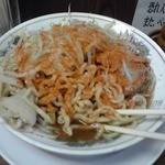 ラーメン大 - 肉肉ラーメン 野菜を食べた後に一味投入