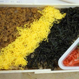 東筑軒 - 料理写真:鶏肉、錦糸玉子、刻みのり、生姜と奈良漬