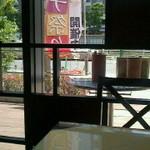 19125646 - バルコニー側の席。正面の建物は横浜国際ホテル。