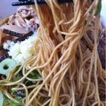 博多金龍 - 油そば(麺持ち上げ)_2013年5月