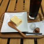 19131539 - チーズケーキとアイスコーヒー(S)で490円にゃり♪