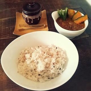 芝町カフェ - 16穀米を使っていて、よりおいしくいただけました。 食後に「お腹いっぱいになりましたか?」と気さくに話しかけたくださるところや落ち着いた空間やおだやかな雰囲気がグッド! また来たいなって思います ^^