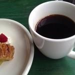 櫻丸珈琲 - ホットコーヒー(\400)など。