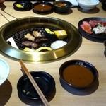 炭火焼肉 なかむら  - テーブル_2012年?