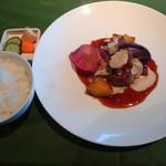 19137486 - 牛フィレ肉のステーキ マデラソースとマッシュルームの2色ソース