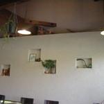 cafe GIARDINO pizzeria - 店内の壁