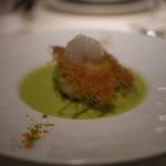 ラ・ロシェル - 帆立貝によもぎ草を詰めキャベツで包み、小エビとグリンピースのブイヨンで共に