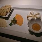 BAR YLANG YLANG - チーズの盛り合わせ