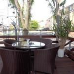 Plaza-D イタリアンレストラン - テラスのテーブル席は6席ぐらいです