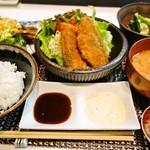 牛島 - アジフライ定食(漬物+イカと九条ねぎのぬた、自家製のいかの塩辛)