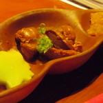 囲炉裏亭 味都 - お通し(鶏肝煮、ゴボウ、生麩)