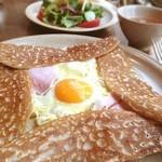 ブレッツカフェ クレープリー - アーティチョークのガレット ランチセット♪卵ぷつってするのが好き!