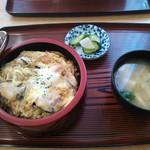 街道軒ドライブイン - 料理写真:親子丼 \600