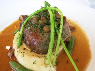 ターブル ドゥ クドウ - レバーと胸肉を包んだほろほろ鶏のバロンティーヌ アップ