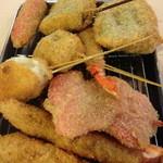 串カツ田中 - 魚肉ソーセージ、海老、カニ、餅に紅ショウガ