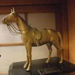 料亭・旅館 三川屋 - なぜか馬の置物が多い